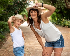 mother-and-daughter-with-hats